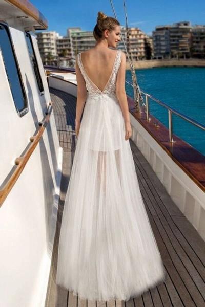 Awesome V-neck Lace Tulle Sheath Wedding Dress_3