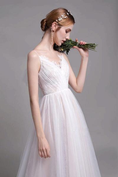 Graceful Spaghetti Strap Lace Tulle Wedding Dress_7
