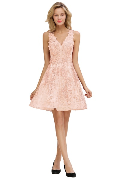 Princess V-neck Knee Length Lace Appliqued Homecoming Dress_1