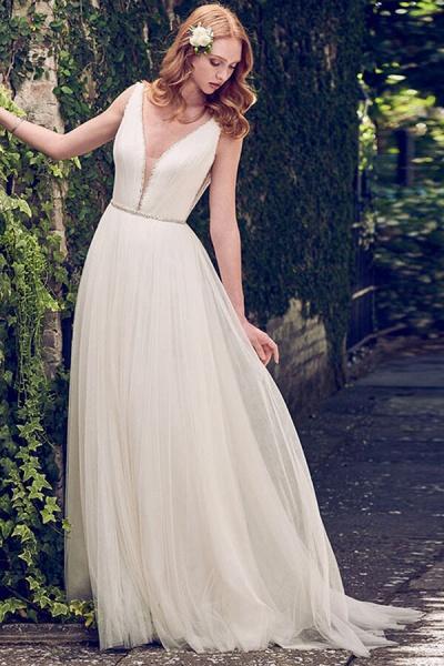 V-neck Court Train Tulle A-line Wedding Dress_2
