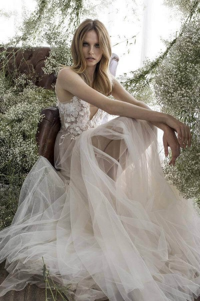 Latest V-neck Appliques Tulle A-line Wedding Dress_4