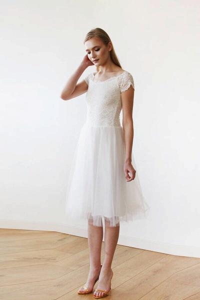 Short Sleeve Lace Tulle Knee Length Wedding Dress_3