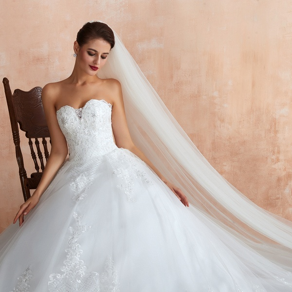 Stylish Strapless Appliques Tulle Wedding Dress_8