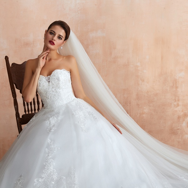 Stylish Strapless Appliques Tulle Wedding Dress_9