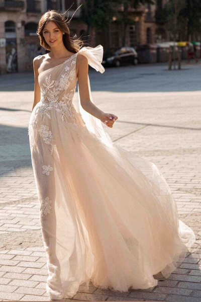 One Shoulder Appliques Tulle A-line Wedding Dress_1