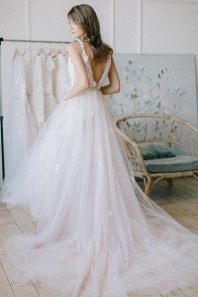 Chic V-neck Tulle Chapel Train Wedding Dress_3