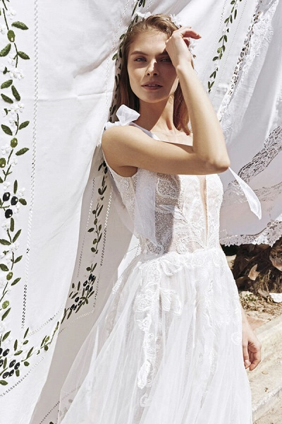 Awesome V-neck Appliques Tulle A-line Wedding Dress_6