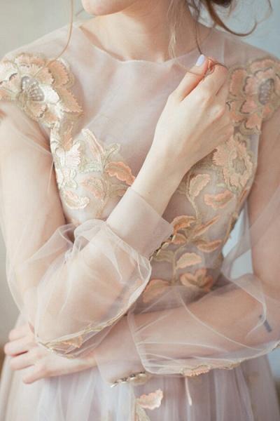 Elegant Long Sleeve Appliques Tulle Wedding Dress_5