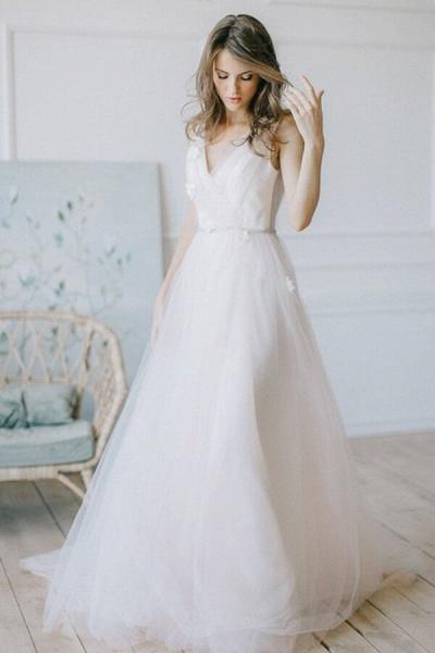 Chic V-neck Tulle Chapel Train Wedding Dress_1