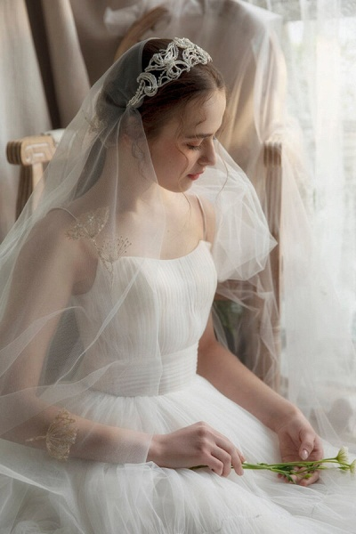 Elegant Ruffle Spaghetti Strap Tulle Wedding Dress_5