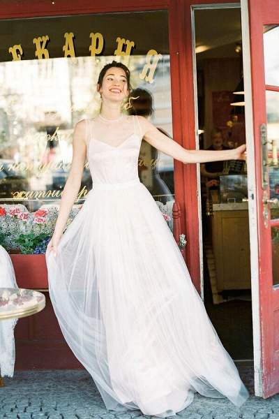 Graceful Floor Length Tulle A-line Wedding Dress_1