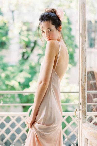 Graceful Floor Length Tulle A-line Wedding Dress_8
