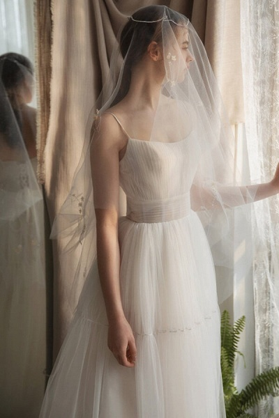 Elegant Ruffle Spaghetti Strap Tulle Wedding Dress_4