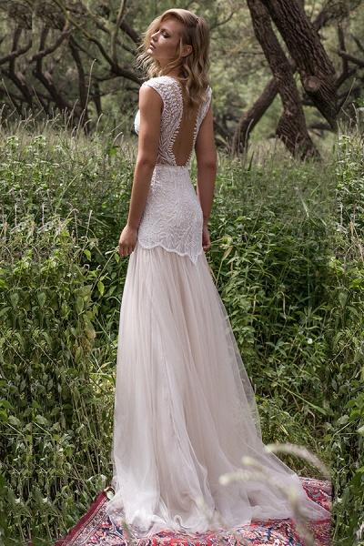 Amazing V-neck Lace Tulle Sheath Wedding Dress_3