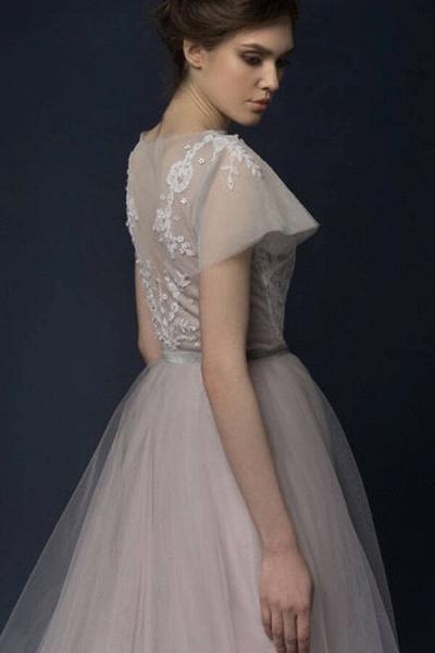 Graceful Short Sleeve Tulle A-line Wedding Dress_6