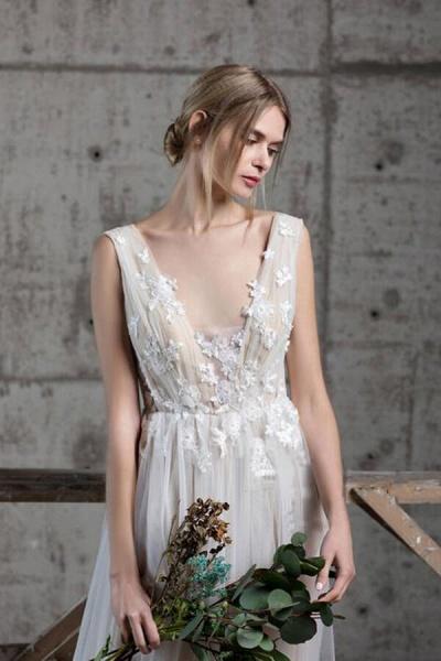 Affordable V-neck Appliques A-line Wedding Dress_4