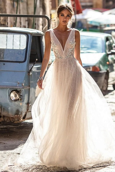 Amazing Deep V-neck Tulle A-line Wedding Dress_1