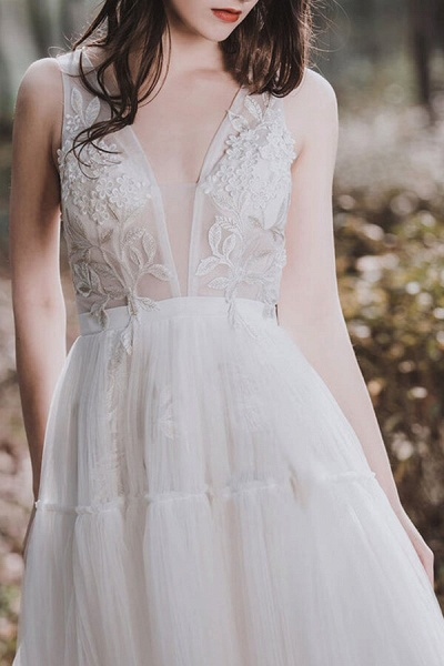 Awesome V-neck Appliques Tulle Wedding Dress_5