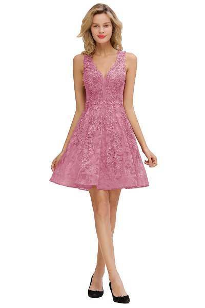 Princess V-neck Knee Length Lace Appliqued Homecoming Dress_2
