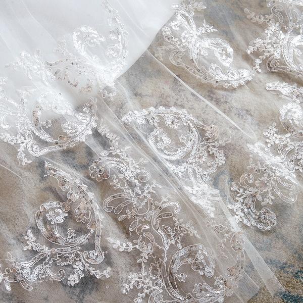 Exquisite Appliques Tulle A-line Wedding Dress_12