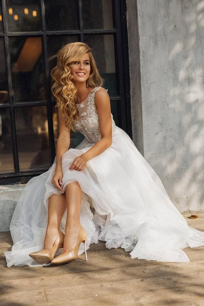Elegant Tulle Appliques A-line Wedding Dress_5
