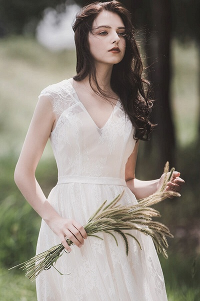 Graceful V-neck Lace A-line Wedding Dress_6