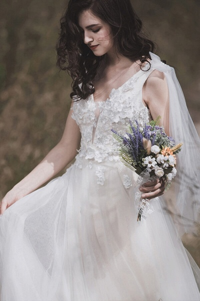Awesome V-neck Appliques Tulle A-line Wedding Dress_5