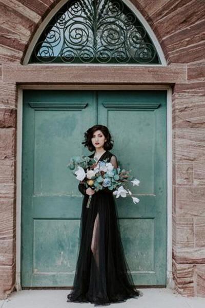 Front Slit Long Sleeve V-neck Tulle Wedding Dress_7