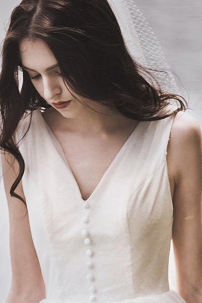 Graceful V-neck Lace Tulle A-line Wedding Dress_13