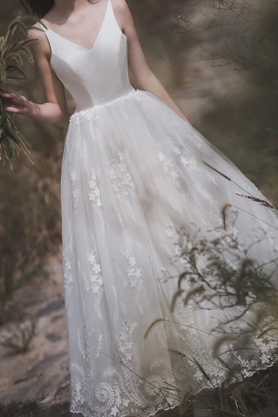 Awesome V-neck Lace Tulle A-line Wedding Dress_12