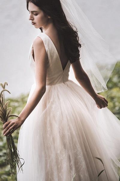 Graceful V-neck Lace Tulle A-line Wedding Dress_5