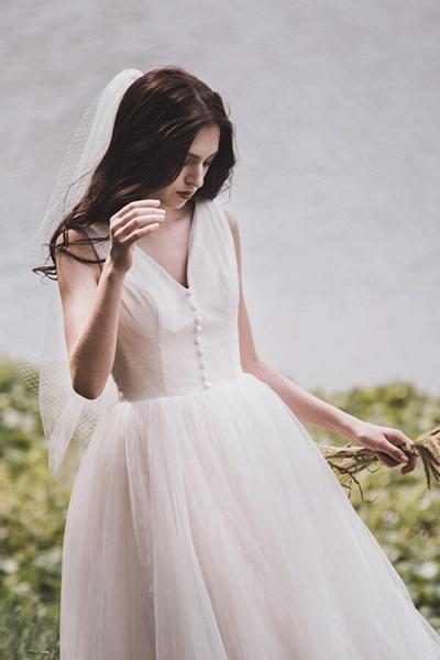 Graceful V-neck Lace Tulle A-line Wedding Dress_12