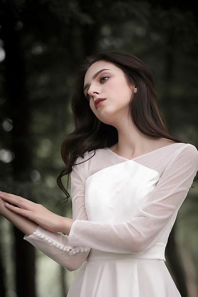 Elegant Long Sleeve Satin A-line Wedding Dress_10