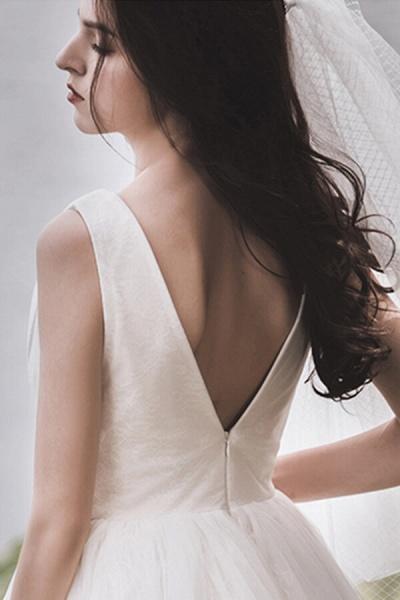 Graceful V-neck Lace Tulle A-line Wedding Dress_14