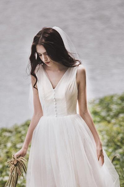 Graceful V-neck Lace Tulle A-line Wedding Dress_10