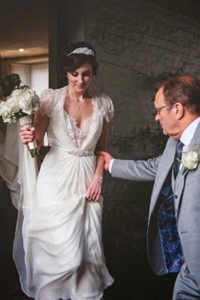 Cap Sleeve Ruffle Lace Chiffon Sheath Wedding Dress_4