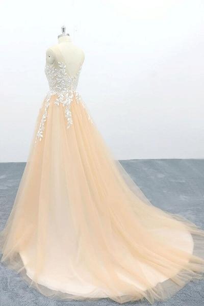 Graceful Appliques Tulle A-line Wedding Dress_5