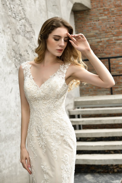 Straps Lace Backless Floor Length Wedding Dresses_4