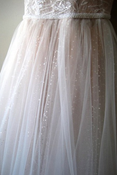 Glorious Cold-shoulder Chapel Train Wedding Dress_7