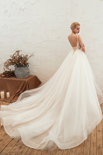 Graceful Appliques Tulle A-line Wedding Dress_6