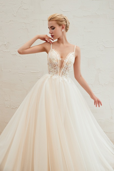 Graceful Appliques Tulle A-line Wedding Dress_10