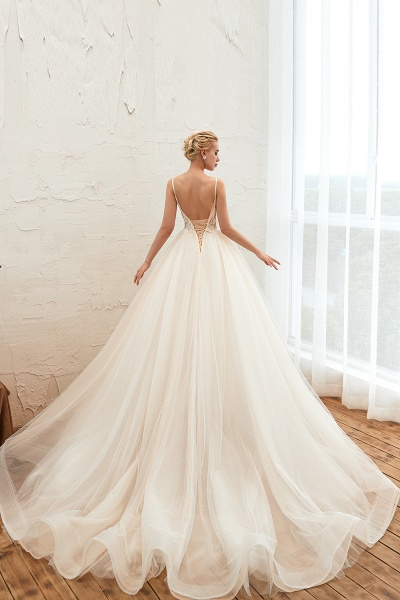 Graceful Appliques Tulle A-line Wedding Dress_4