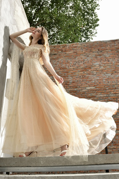 Luxury Shawl Sequined A-line Long Prom Dress_12