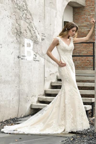 Straps Lace Backless Floor Length Wedding Dresses_6