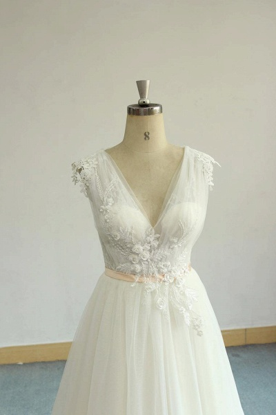 Awesome Appliques V-neck Tulle Wedding Dress_6