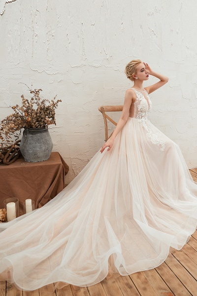 Eye-catching Appliques Tulle A-line Wedding Dress_8