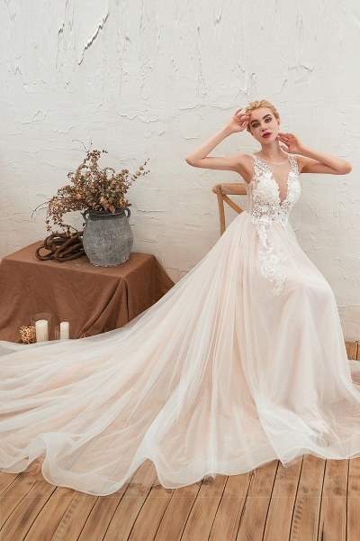 Eye-catching Appliques Tulle A-line Wedding Dress_7