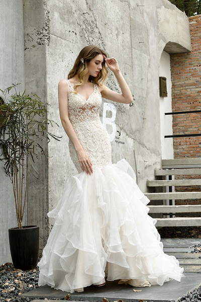 Graceful V-neck Appliques Mermaid Wedding Dress_8