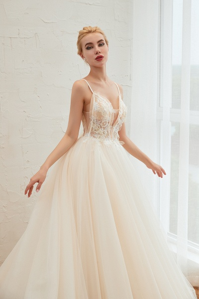 Graceful Appliques Tulle A-line Wedding Dress_9