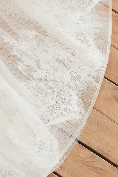 Chic Lace-up Appliques Tulle A-line Wedding Dress_12